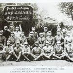 为了培养战地医务人员,一二九师卫生部举办了医生训练队。二排左五为负责训练工作的卫生部负责人朱琏,左四为政委周光祖。