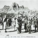 一九四〇年初,朱德、聂荣臻、刘伯承、邓小平在辽县桐峪镇观看部队训练。