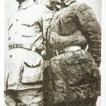 一二九师先锋剧团负责人巩廓如(左)和太行山剧团艺术指导阮章竞。