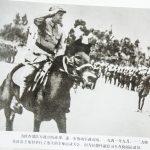 一九四一年九月,一二九师在涉县王堡村举行了盛大的全师运动大会。图为彭德怀副总司令在检阅部队。