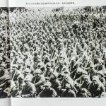 太行八分区部队在驻地召开庆祝大会,欢庆抗战胜利。