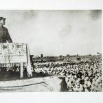 邓小平政委在邯郸举行的南下大军动员大会上讲话。
