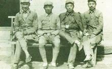 1944年,王鹤峰、王新亭(左二)、聂真、郭钦安在山西安泽县桑曲