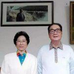 李鹏与夫人朱琳(资料图)。朱琳出生于上海一个工人家庭,主修俄语,曾任国务院特区办公室研究室主任。李鹏夫妇育有二子一女。