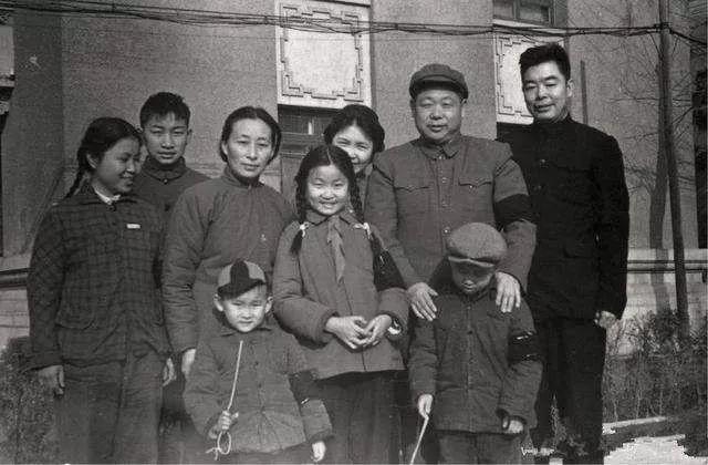 陈锡联的晚年:交际圈主要在军队
