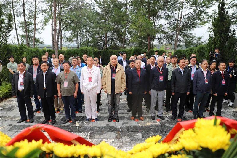 中国延安精神研究会三位同志助力红博会