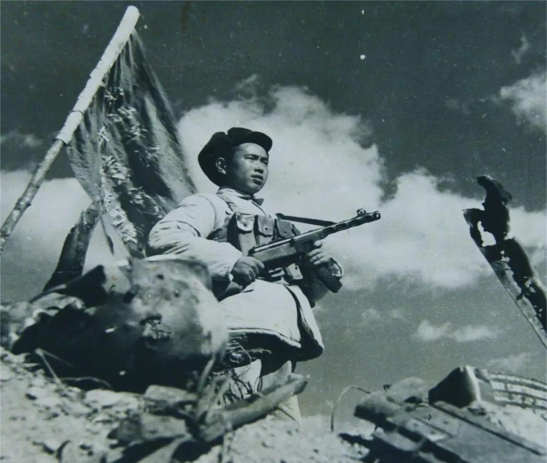 空降兵70年丨每次出征,都会带着战旗