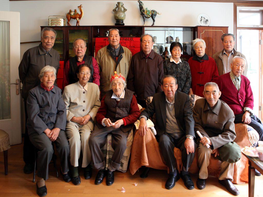 与太行联中的学生们过95周岁生日。