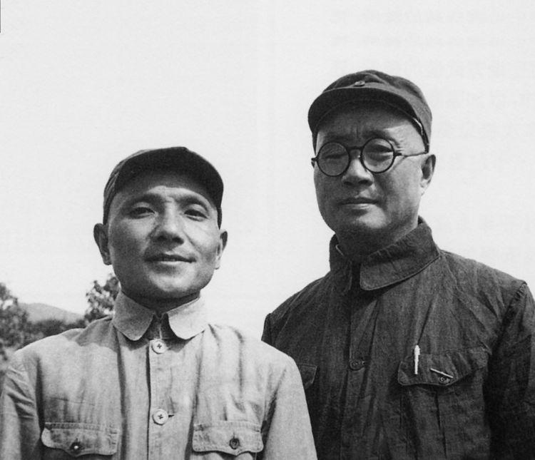 八路军129师师长刘伯承(右)和政委邓小平(左)在涉县赤岸村的合影。