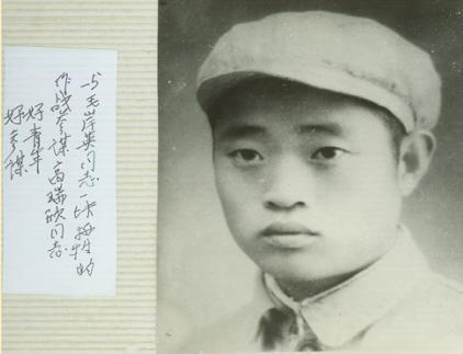 王政柱珍藏在相册中的高瑞欣烈士照片和题词 (王延 供图)