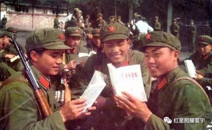 """毛主席倡导""""65式军服""""和取消""""军衔制""""的初心是什么?"""