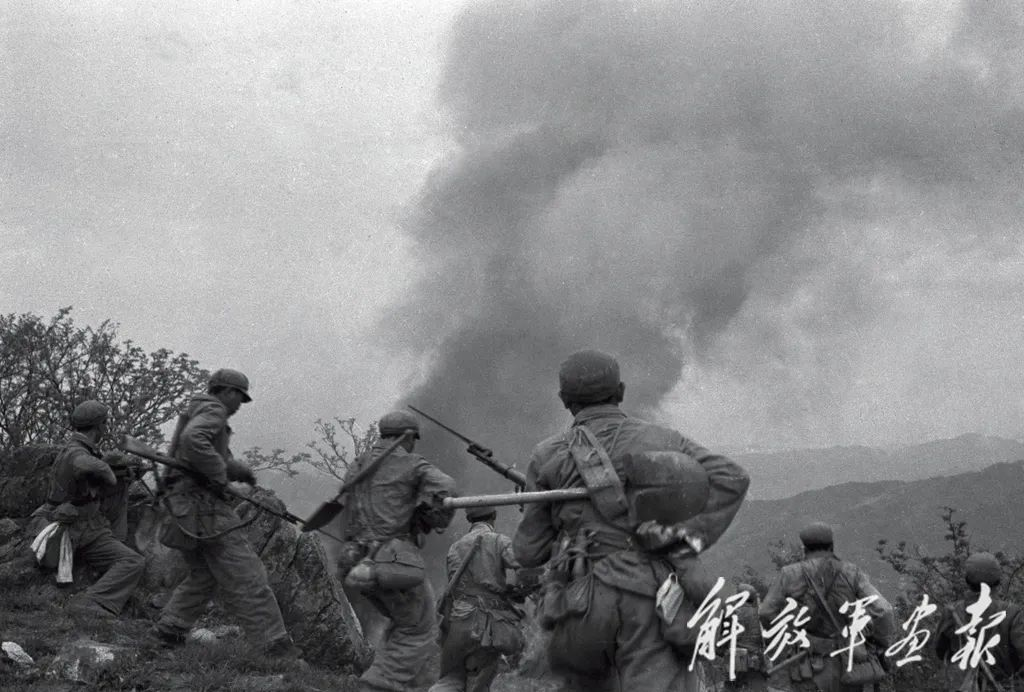 纪念抗美援朝70周年|《解放军画报》披露大量经典图片,带你一起重温战场的烽火硝烟!