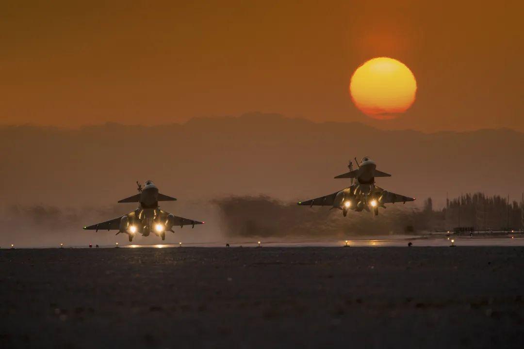 """高精尖武器从大漠戈壁走向战场,他们铸就国家""""佩剑"""""""