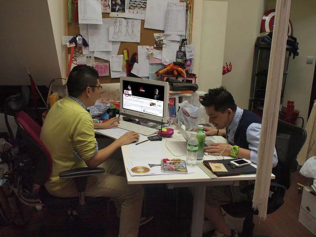 曾经的香港精英们,现在竟在做这些工作……