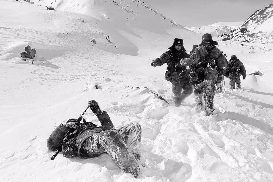 边境发回的最新视频,战士们终于露脸了……