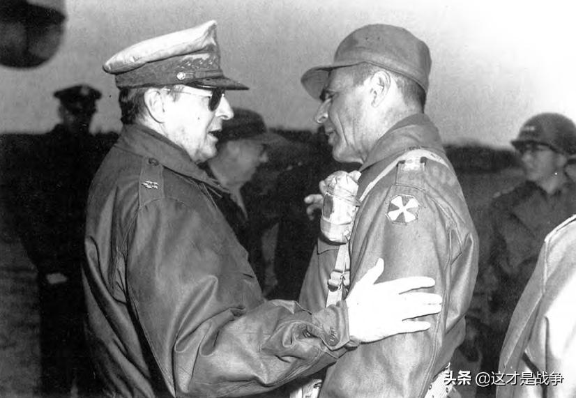 1951年4月3日,麦克阿瑟和李奇微在朝鲜战场最后一次会面