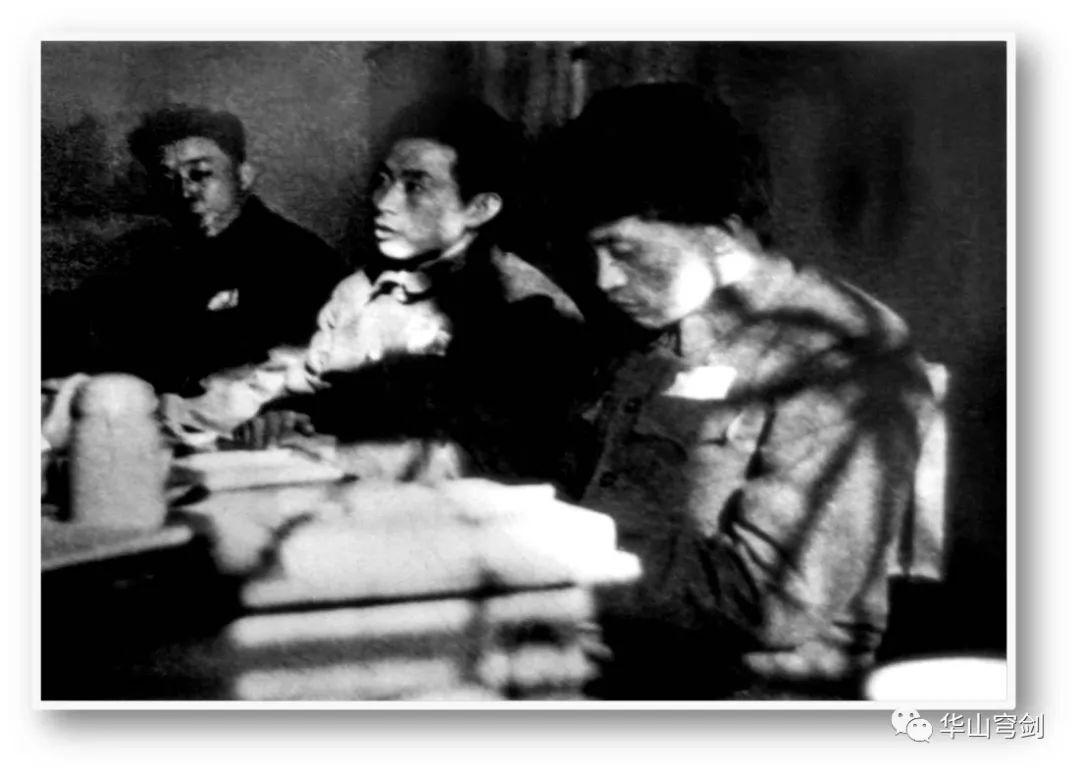 从俘虏到中将!跟苏联专家对着干!把总理堵在办公室签字!他为中国布下半导体百年大局的,落子半个世纪才看出高明……