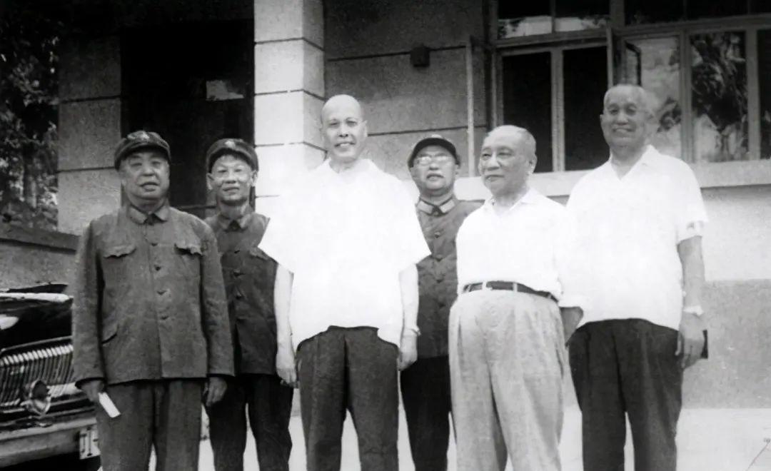 """他被赞为""""军中老实人"""",与开国上将陈士榘并称""""陈唐"""""""