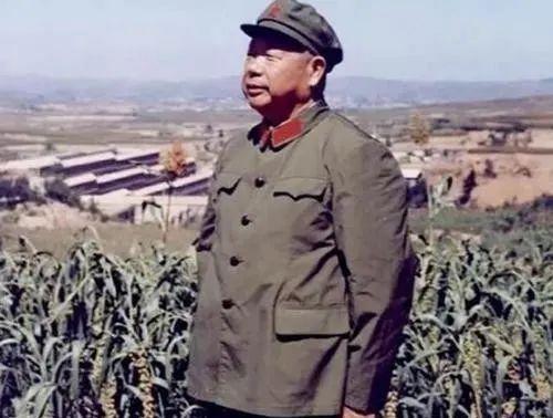 毛主席临终前,为何把三军指挥权交给他?