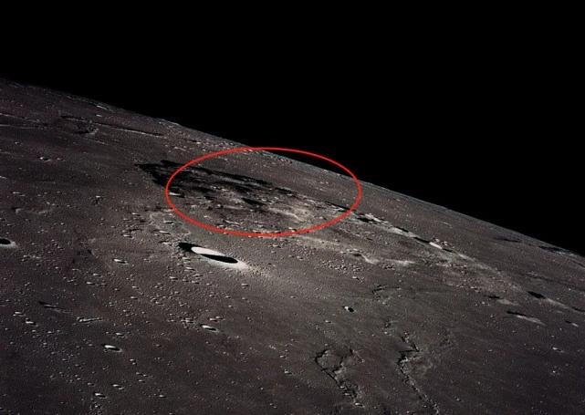 图注:阿波罗15号宇航员在月球轨道上拍摄到的吕姆克山。