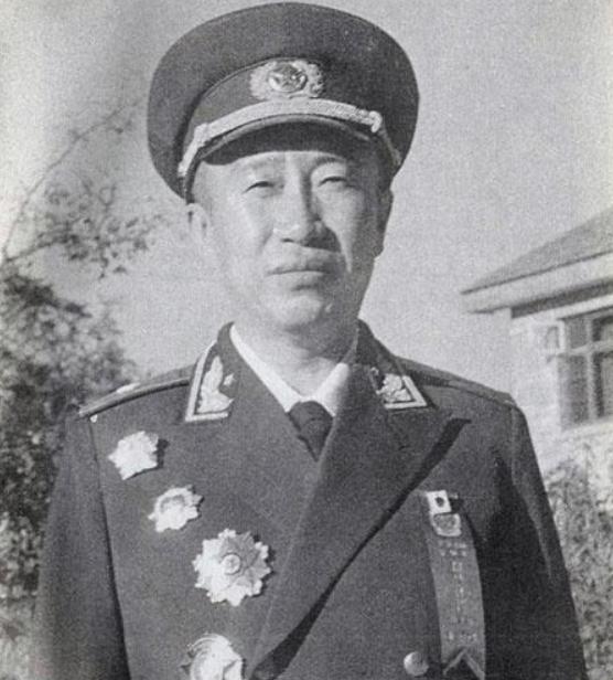 他是志愿军参谋长,仅授少将,彭总不满:他是少将,我最多中将