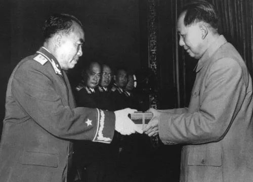 今日聚焦:又一位开国将帅,不幸陨落!伟人诞辰后,毛主席的好战士离世……