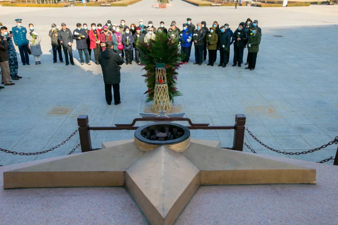 红船动态丨多位革命后人齐聚此地敬献花篮,缅怀空军先烈
