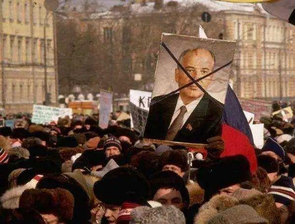 苏联解体主因:数百高层骨干被操控