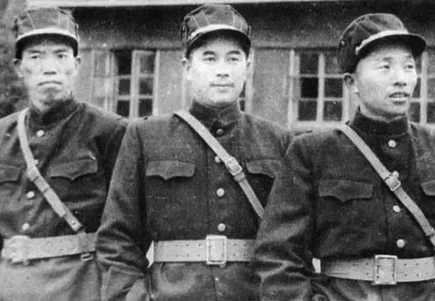 入朝初期的梁兴初、江拥辉(38军副军长)和刘西元