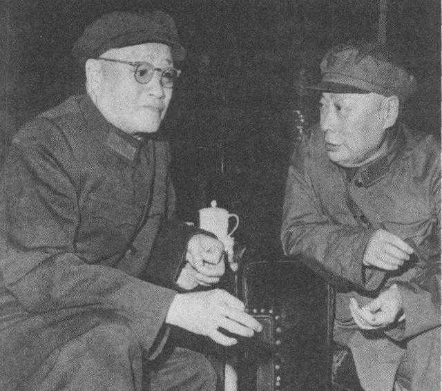 刘伯承元帅与陈毅元帅在一起