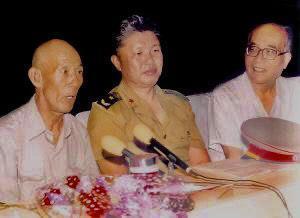 李玉安 (左)