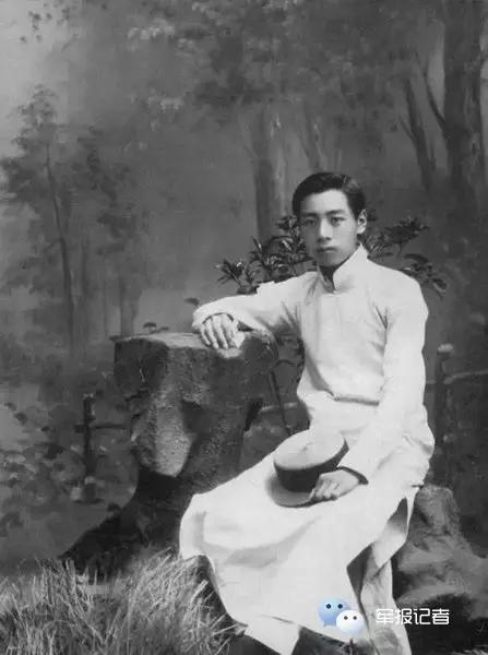 1914年7月周恩来在天津南开学校