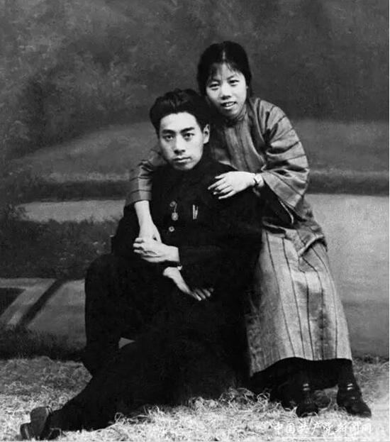 1926年周恩来和邓颖超在汕头