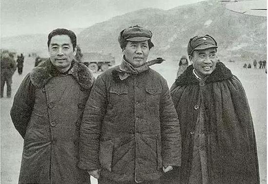 1946年11月,毛泽东、周恩来与朱德