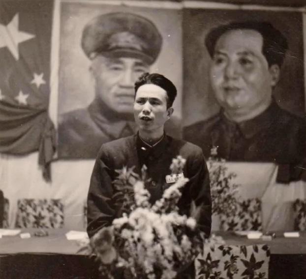 1951年,罗义淮代表文化外语教授会在全院大会讲话。(罗义淮之子罗小兵供图)