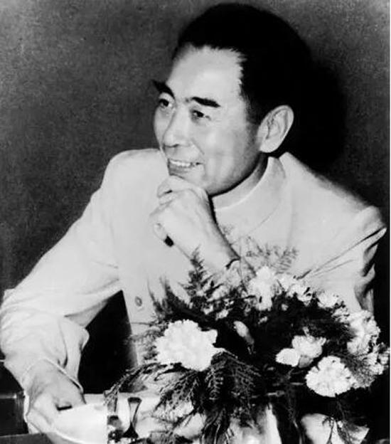 1955年4月,周恩来在万隆会议上。