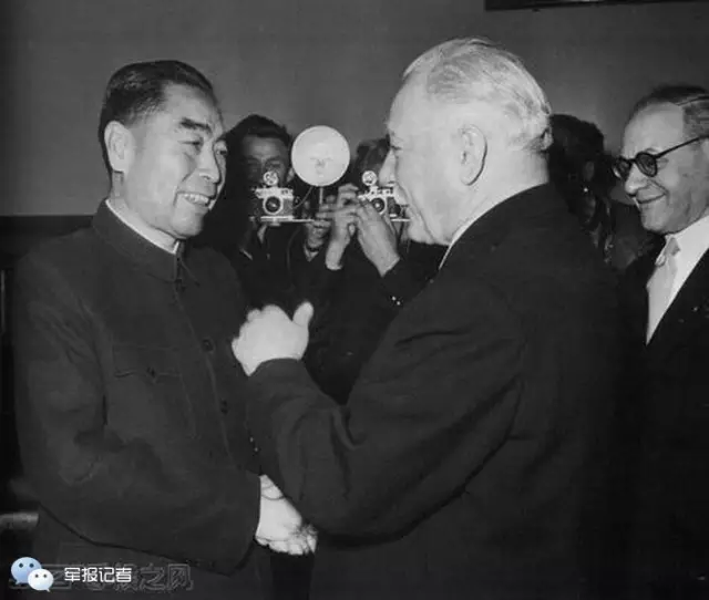 1957年1月周恩来拜会苏联最高苏维埃主席团主席伏罗希洛夫。
