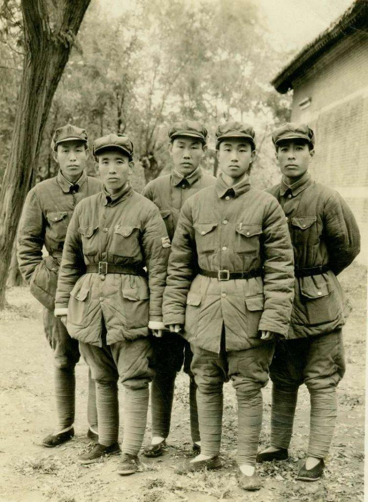 1948年12月郑州战役后于碧沙岗江涛团长与张振军政委、刘志、王加林、董光