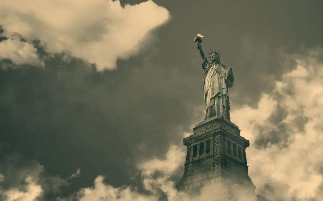美国:瘟疫与暴乱的幕后真相!