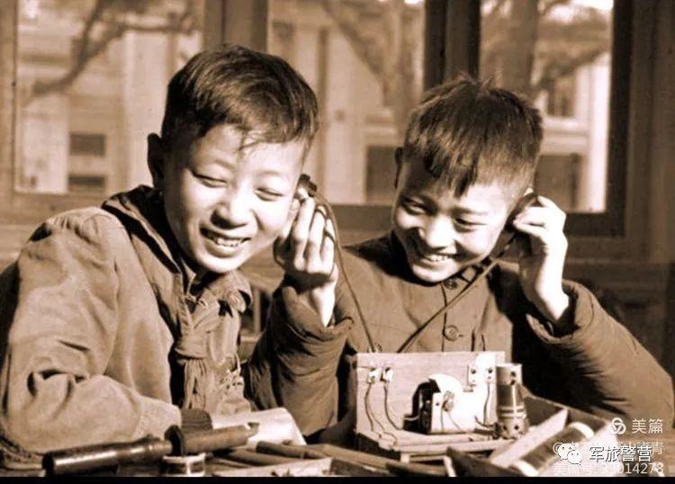 """我们的童年有""""硝烟"""",银屏上""""爸爸""""在作战"""