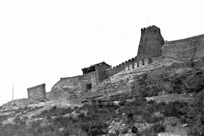 老照片 East Gate of the Suburb Kiayükwan,Western End of the Great Wall 万里长城西端点嘉峪关的东门 W.E.盖洛 1908年