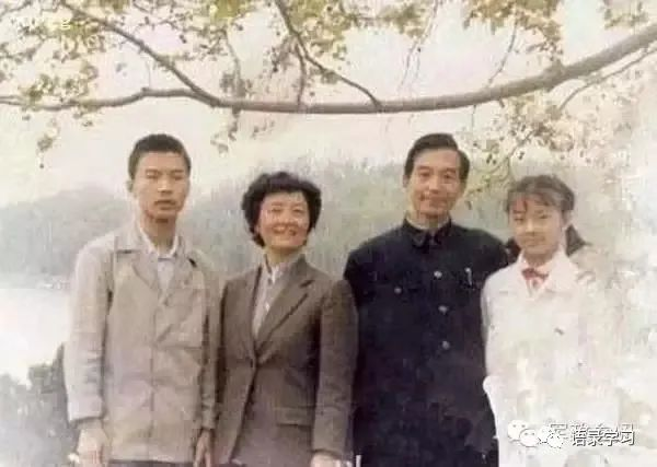 难得一见!中央领导人的全家福