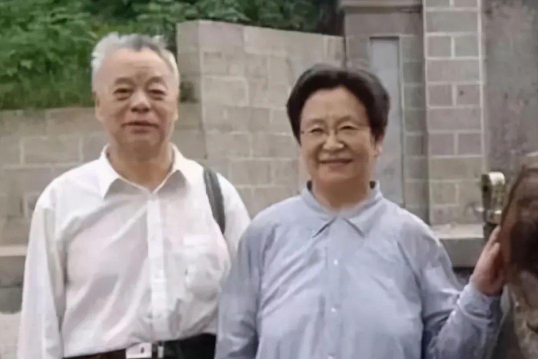 王景清曾是主席警卫,1984年娶了主席女儿,二人生活无比俭朴