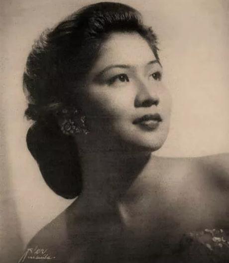 世界之吻,毛主席仅存的一张亲吻女性的珍贵照片