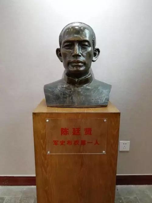 陈廷贤雕像.