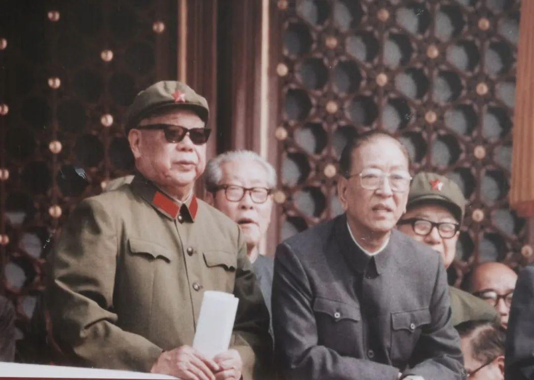 陈锡联晚年有多受宠?毛主席两次握着他的手说,你要挂帅