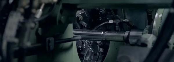 枪管为什么不能铸造,非要用铁棒钻出来?
