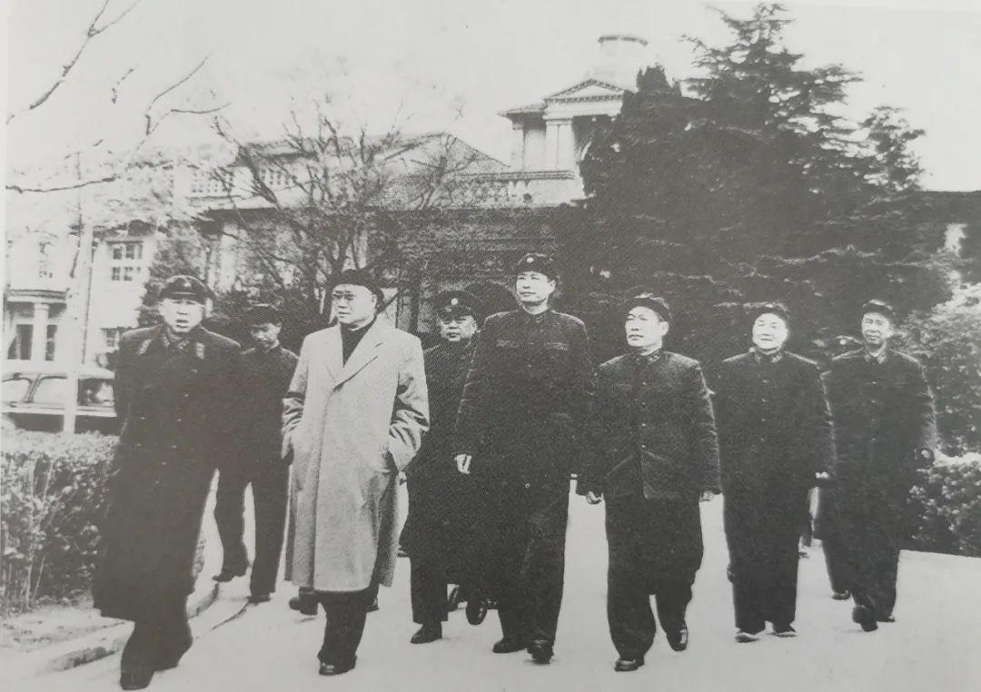 刘伯承被批判后,连任一副国级职务长达21年,为十大元帅之最