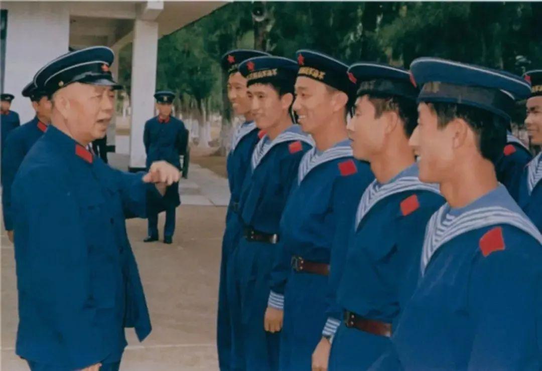 邓小平与麾下爱将刘华清(文末有惊喜)