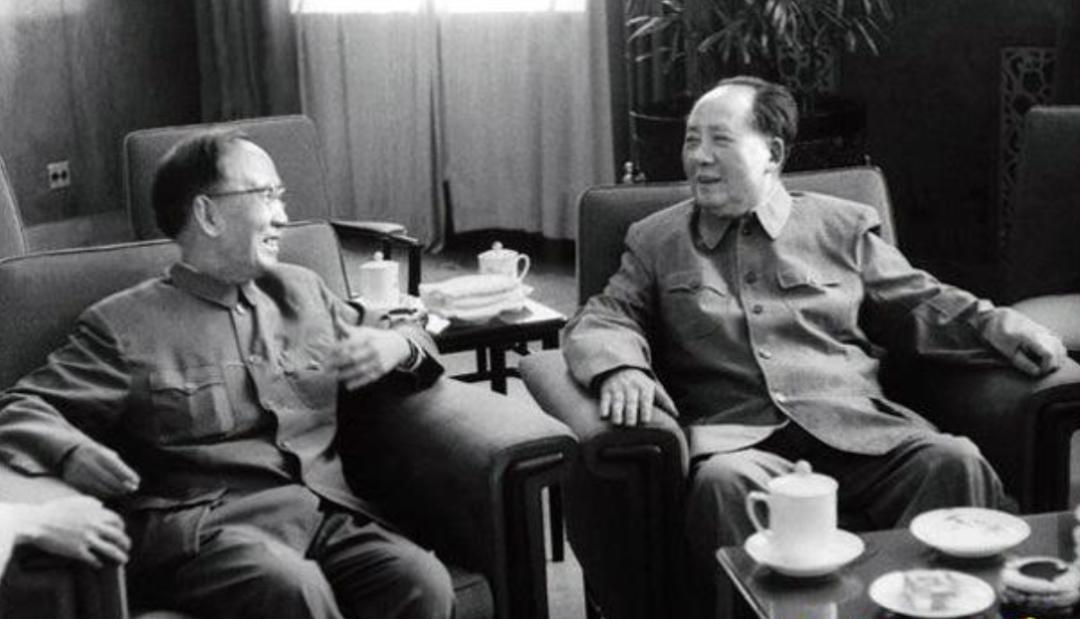 蒋介石看到毛主席《沁园春·雪》怒不可遏,让身边人都写,结局如